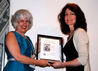 Moira White presents the 2009 Tom Fairley Award to Mary Lou Roy