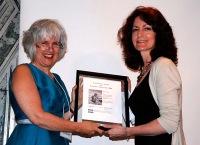 Moira White presents the 2009 Tom Fairley Award to Mary Lou Roy