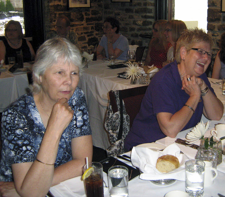 Volunteers from the National Capital Region branch (now Editors Ottawa-Gatineau) enjoy a group dinner